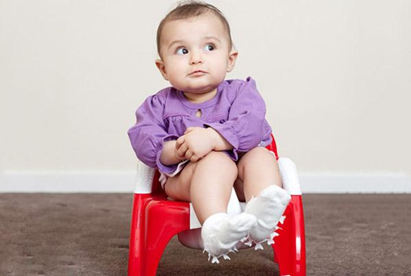 Trẻ bị táo bón kéo dài, điều trị thế nào hiệu quả?